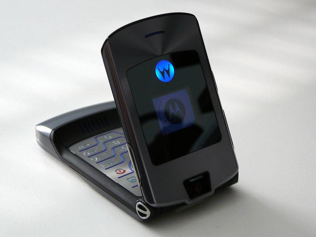 Phone - Motorola RAZR is a must come back old phones